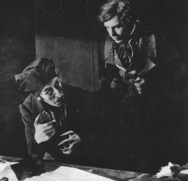 Selon une légende urbaine, l'acteur Max Schreck interprétant Orlok était réellement un vampire. La rumeur a servi de base pour le film l'Ombre du Vampire dans lequel le personnage est incarné par Willem Dafoe.