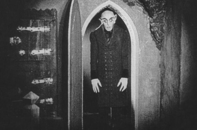 De nombreux négatifs ont été détruits à la demande de la veuve de Bram Stoker qui avait intenté un procès contre le film pour plagiat.