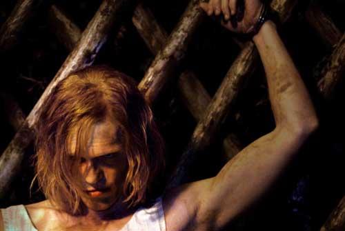 Pit Bukowski, le samouraï, est l'étudiant qui donne des cours au rejeton d'une famille un peu spéciale dans Der Bunker (2015) de Nikias Chryssos.